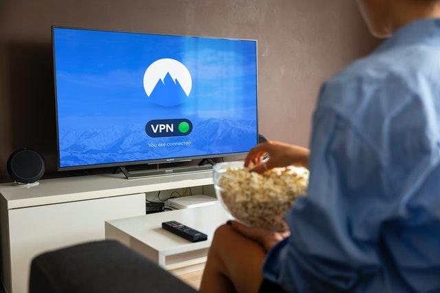 Jak powiesić telewizor pod sufitem