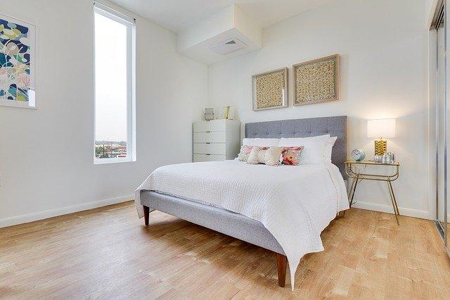 Dlaczego warto wybrać meble do sypialni glamour?