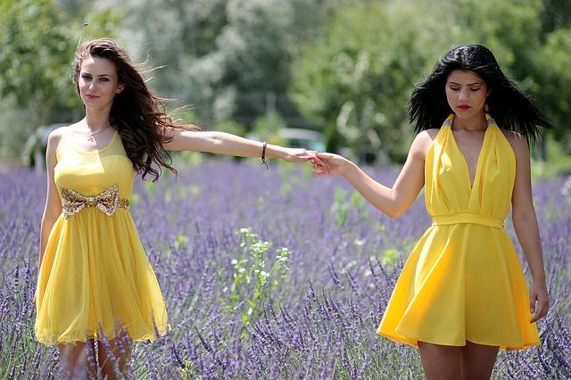 modne sukienki na wiosnę
